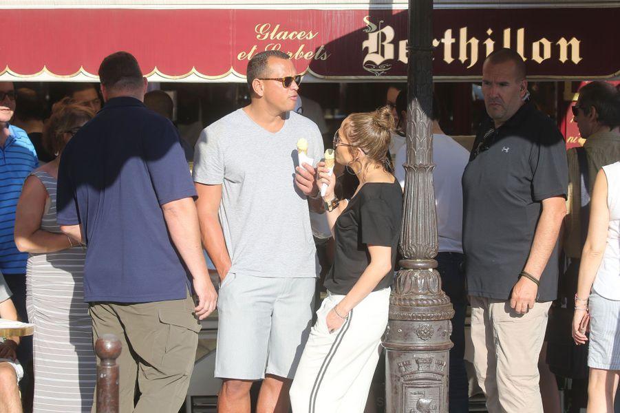 Jennifer Lopez et Alex Rodriguez s'offrent une glace.
