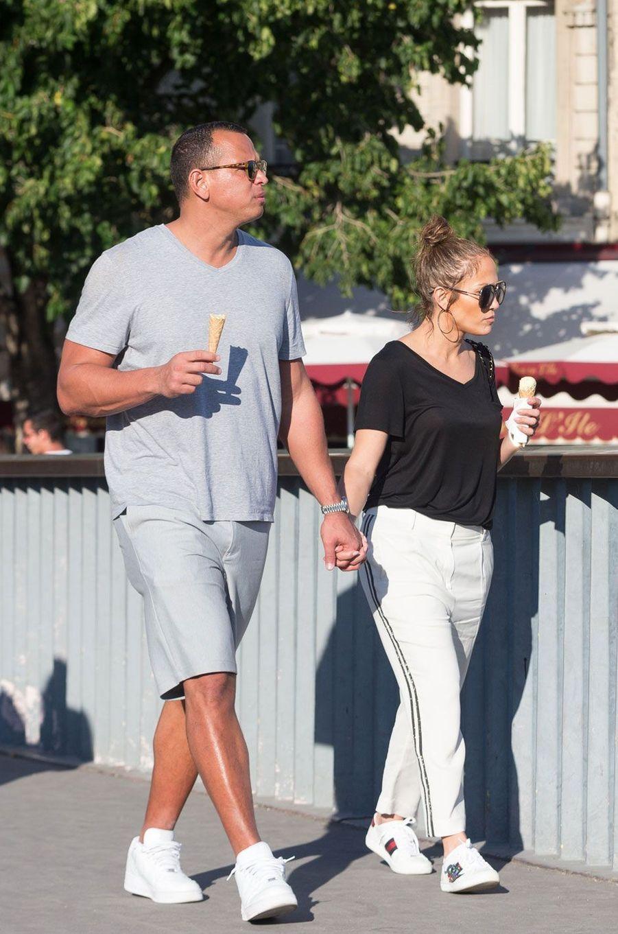 Jennifer Lopez et Alex Rodriguez : deux amoureux à Paris.