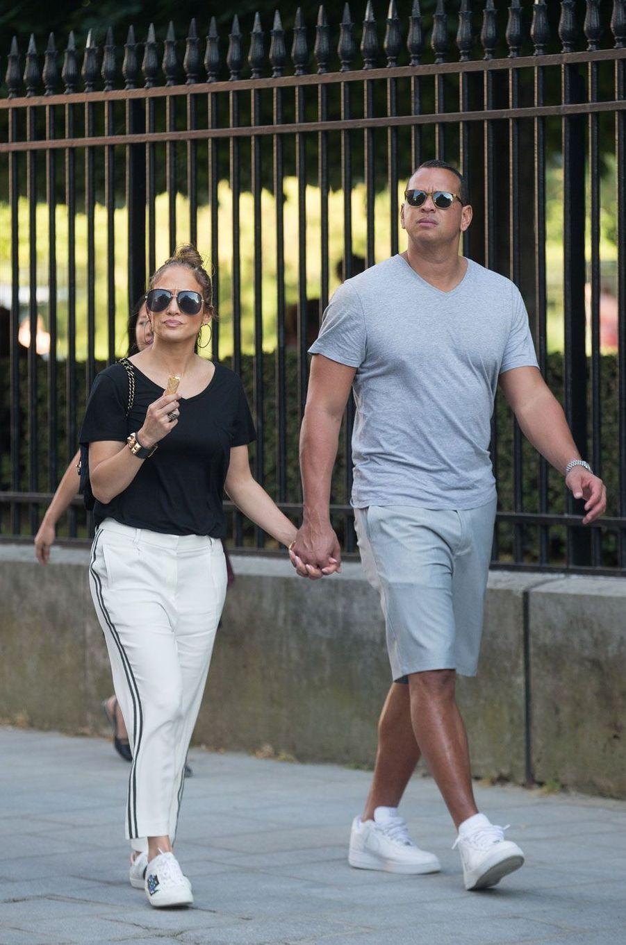 Jennifer Lopez et Alex Rodriguez à Paris.
