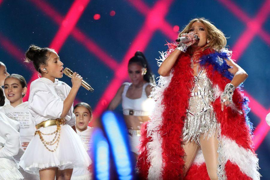 Jennifer Lopez et sa fille Emme sur la scène du Super Bowl à Miami le 2 février 2020