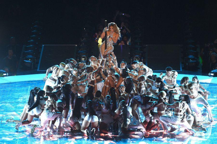 Jennifer Lopez sur la scène du Super Bowl à Miami le 2 février 2020