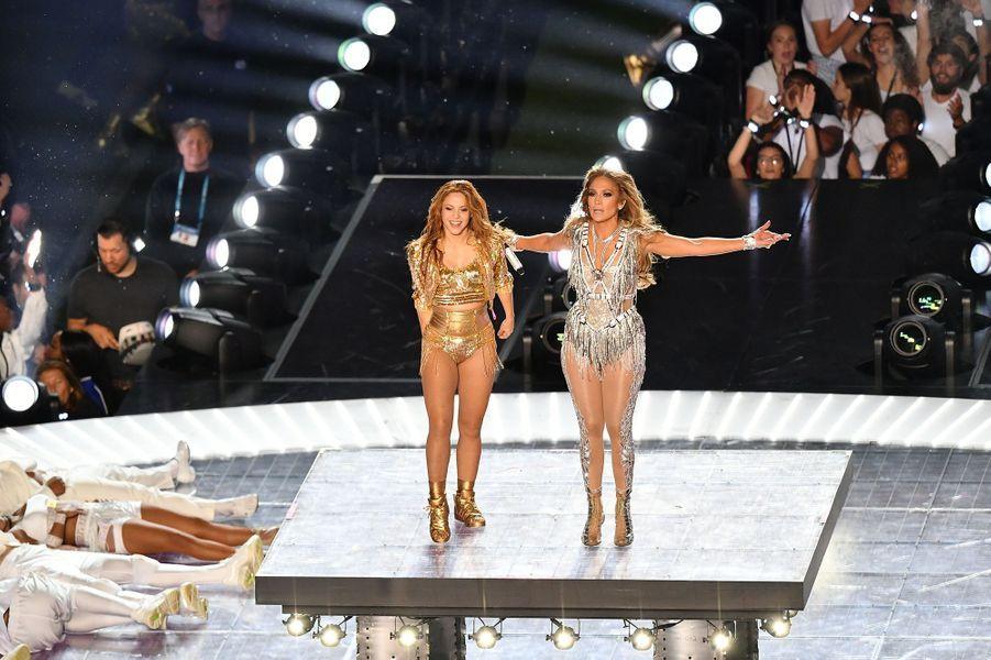 Shakira et Jennifer Lopez sur la scène du Super Bowl à Miami le 2 février 2020