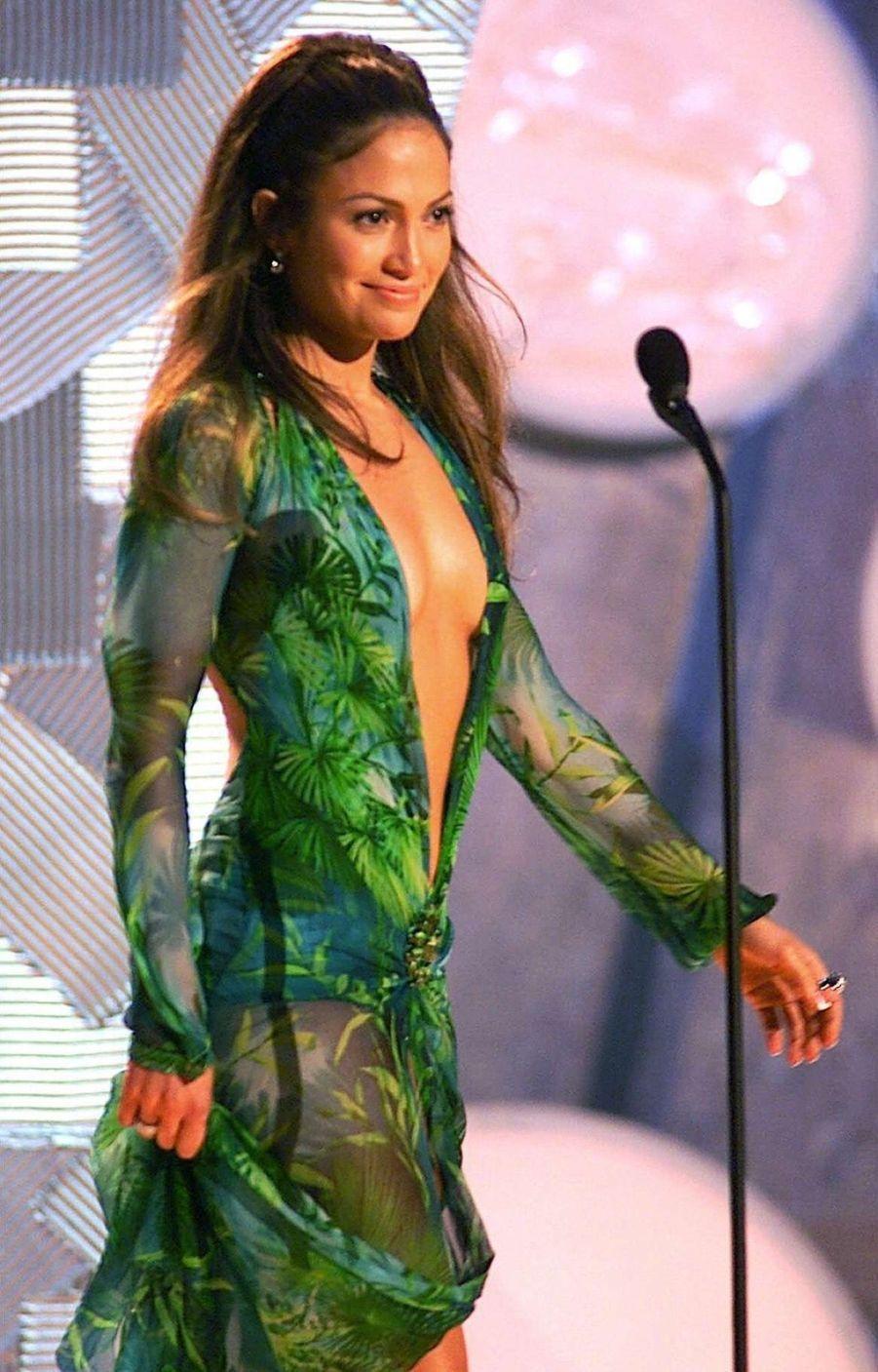 Jennifer Lopez dans sa Jungle Dress, à la cérémonie des 42e Grammy Awards , le 23 février 2000.