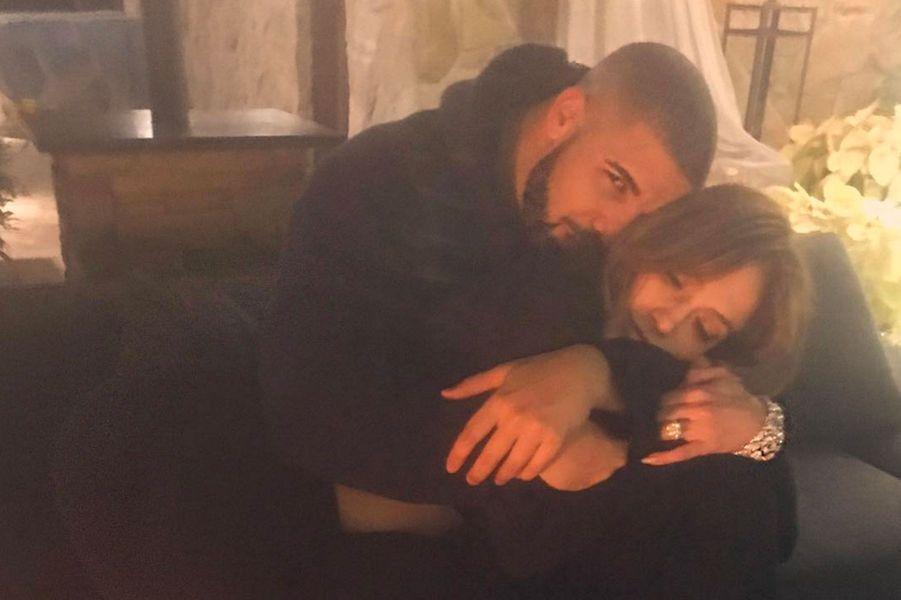 Jennifer Lopez et Drake ont officialisé leur relation sur les réseaux sociaux en décembre 2016