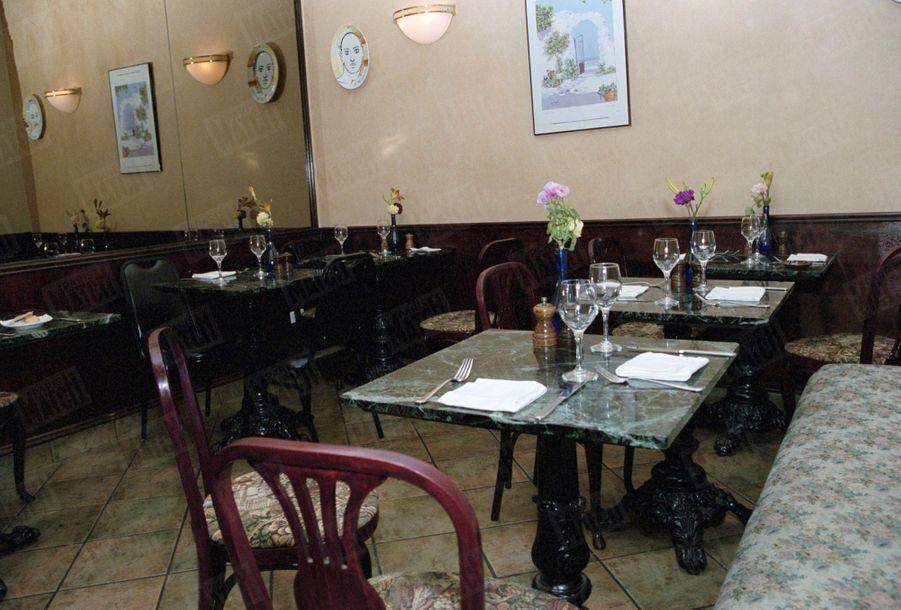"""Un an après sa mort, Paris Match avait reconstitué le dernier jour de John John, le vendredi 16 juillet 1999 : ici, à New York, la salle du fond du restaurant italien Trionfo, sur Broadway, où John John s'est installé vers 13 heures, pour déjeuner avec un de ses collaborateur du magazine """"George""""."""