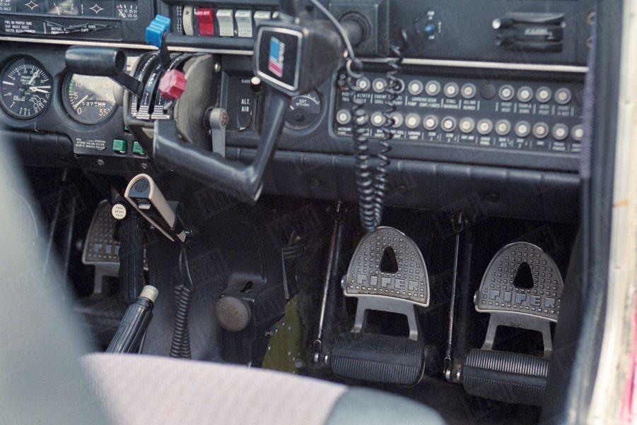 Un an après sa mort, Paris Match avait reconstitué le dernier jour de John John, le vendredi 16 juillet 1999 : ici, vue du cockpit d'un avion Piper Saratoga II HP sur une piste de l'aéroport d'Essex.