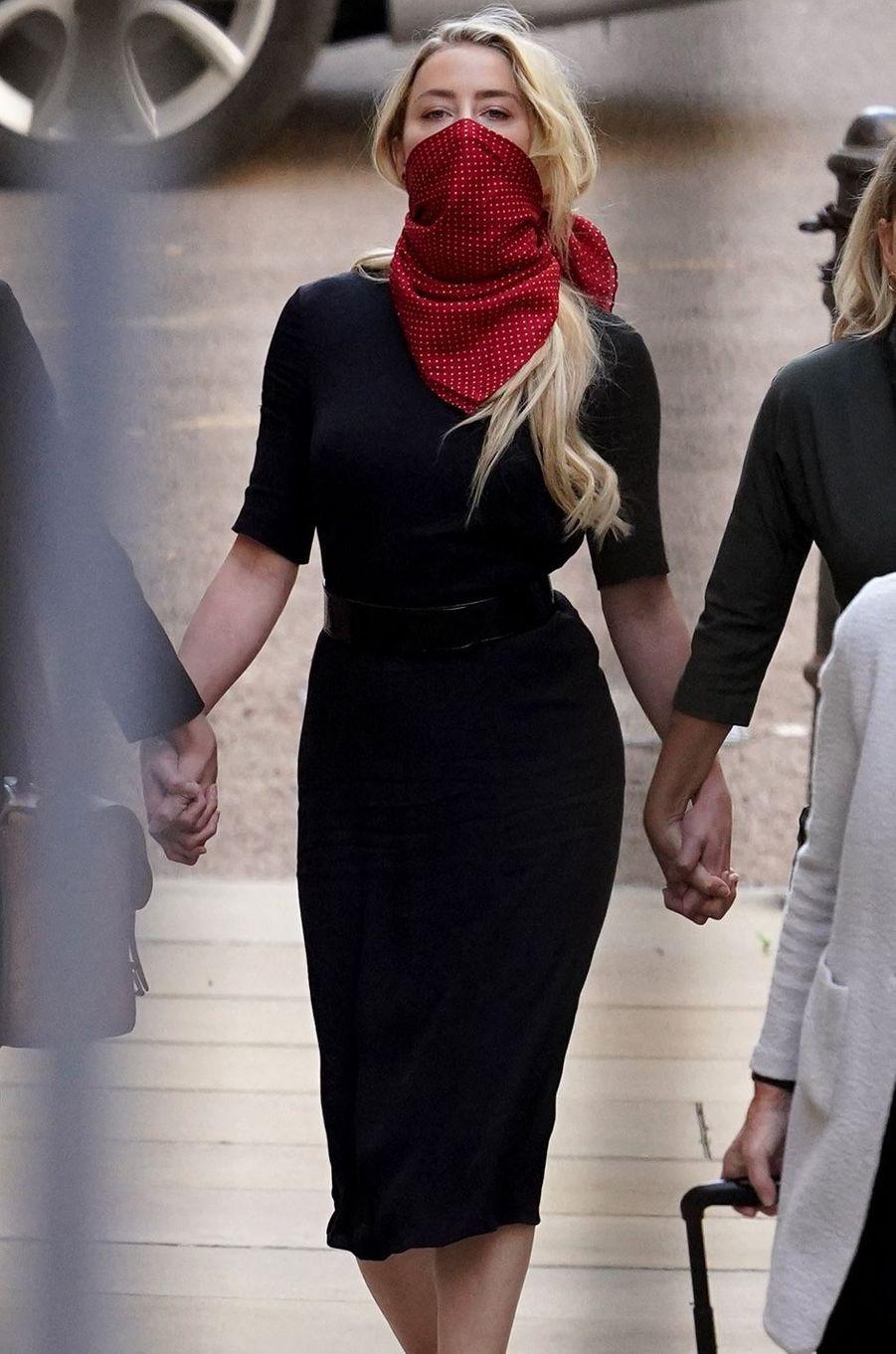 Amber Heard à son arrivée à la cour royale de justice à Londres, pour être entendue dans le procès intenté par son ex-mari Johnny Depp pour diffamation contre le magazine «The Sun» le 7 juillet 2020.