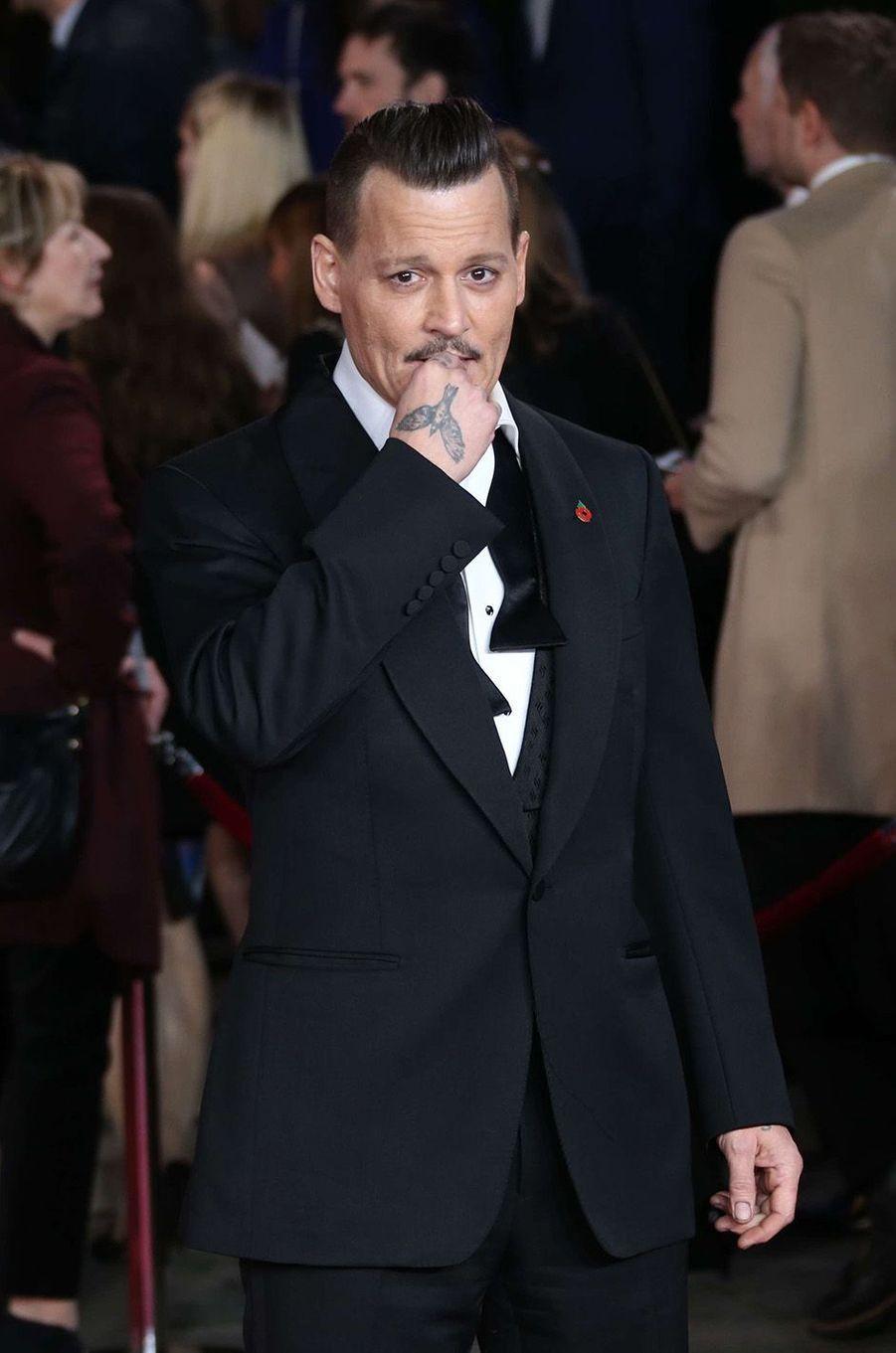 Johnny Depp à l'avant-première du «Crime de l'Orient-Express», à Londres, le 2 novembre 2017.