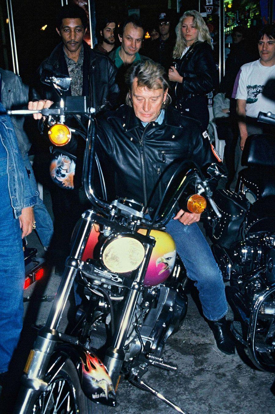 Johnny Hallyday lors d'une soiree Harley Davidson a Paris, le 18 juin 1991.