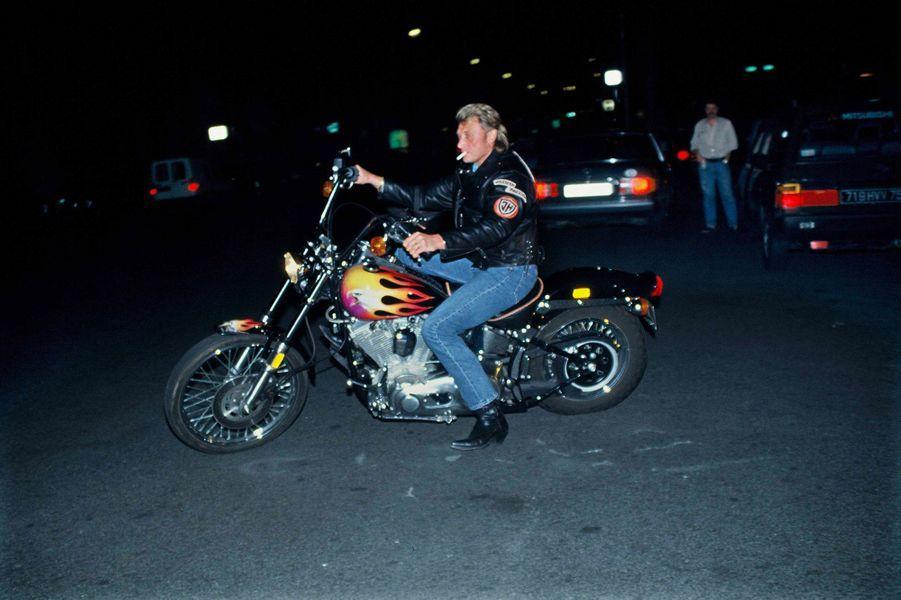 Johnny Hallyday lors de la soiree Harley Davidson Willie G Davidson y presente la Hog Harley Davidson Paris, FRANCE 17 06 1991