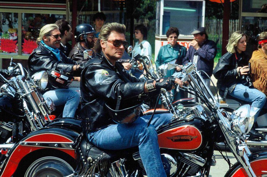 Johnny Hallyday lors du rassemblement de Harley Davidson à Paris le 14 mai 1990.
