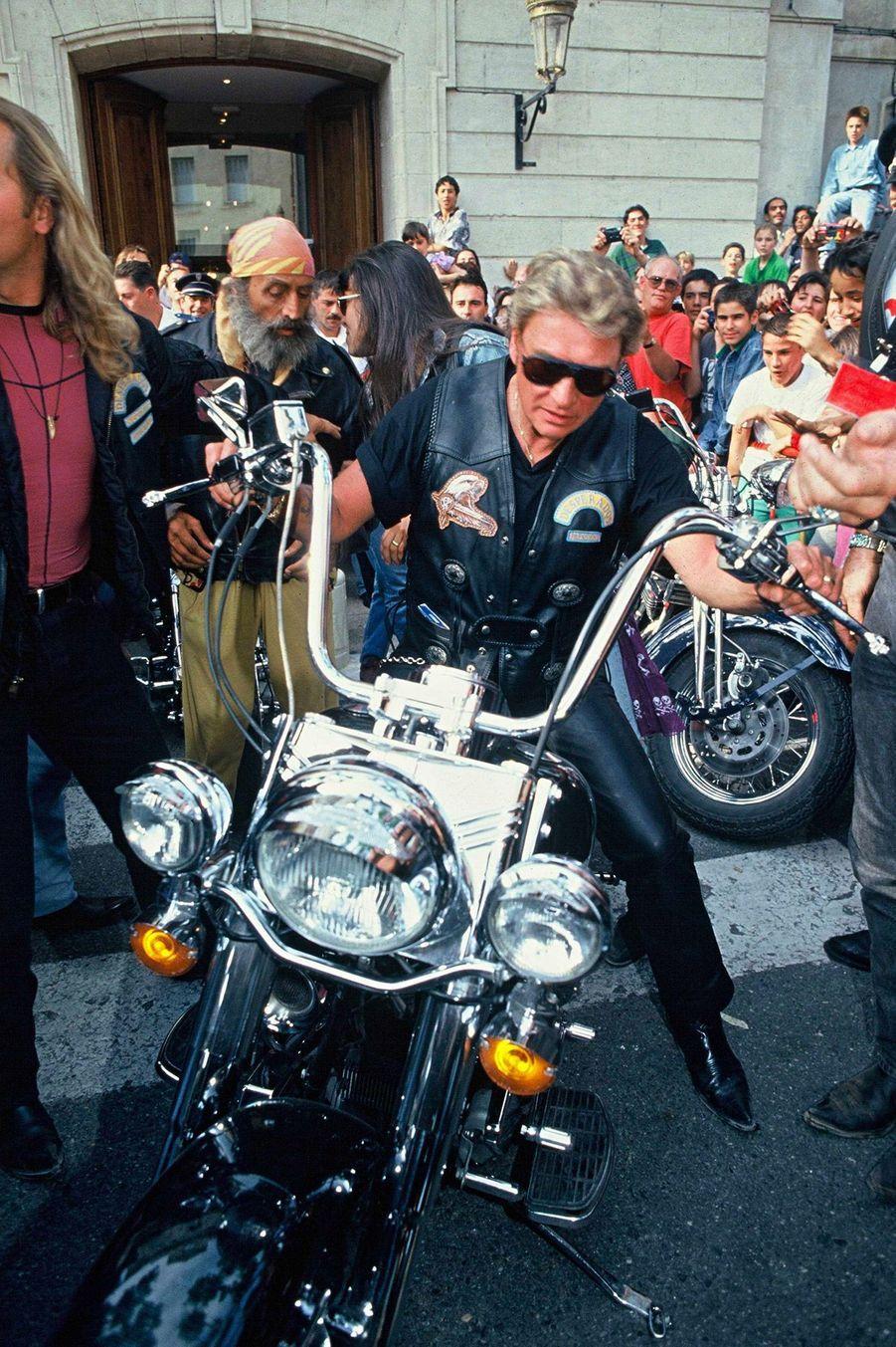 Johnny Hallyday lors du trophee 'Desperados Bikers' Carpentras, le 04 juin 1994.