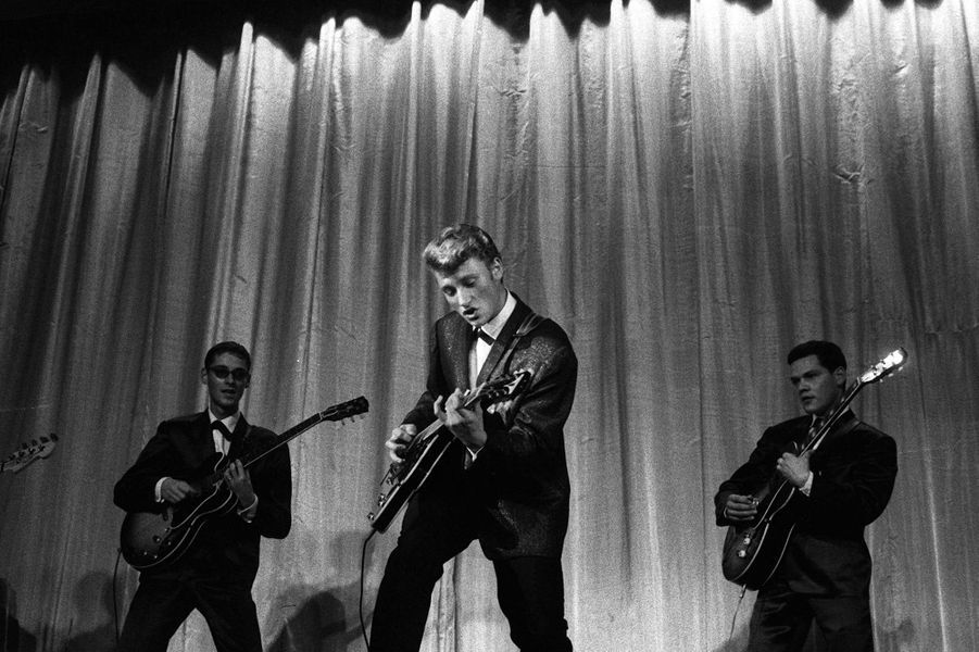 Johnny Hallyday sur la scène de l'Olympia en 1961.