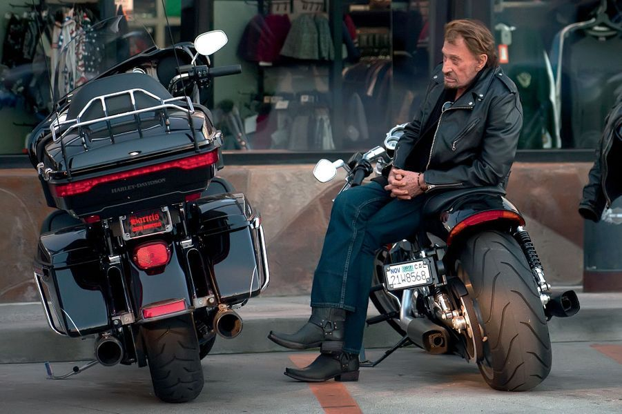 Le 28 janvier, sur sa Harley, à Marina del Rey, Los Angeles. Johnny est soigné depuis l'automne