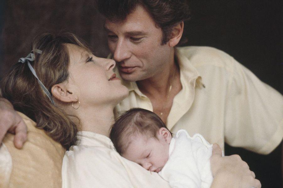 Nathalie Baye et Johnny Hallyday avec Laura, 1983.