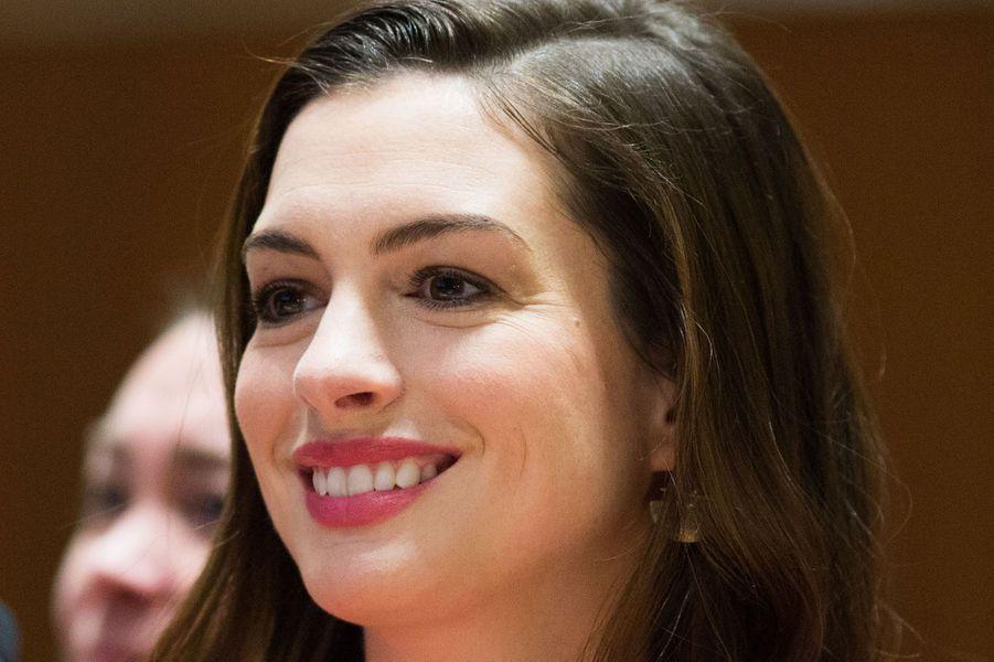 Anne Hathaway à l'ONU pour la journée de la femme le 8 mars 2017.