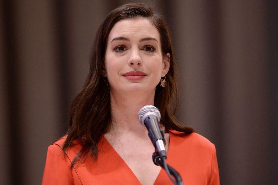 Anne Hathaway prononce un discours à l'Onu.