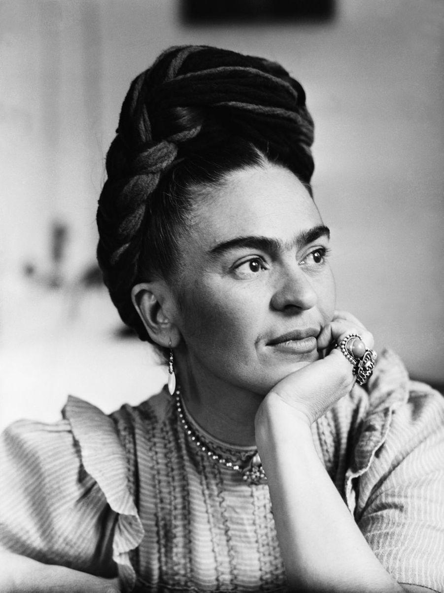 Frida Kahlo (1907-1954), mondialement connue pour ses talents de peintre, s'est également engagée à défendre l'émancipation des femmes mexicaines.