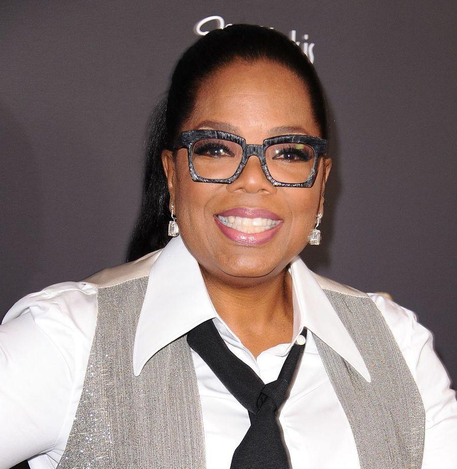 Considérée comme la reine du talk-show, Oprah Winfrey (65 ans) véhicule son engagement à défendre les femmes et les victimes d'abus sexuels. Elle est également fondatrice de «Oprah Winfrey Leadership Academy for Girl», internat qui offre l'opportunité aux jeunes filles issues d'un milieu défavorisé d'accéder à un enseignement de qualité.