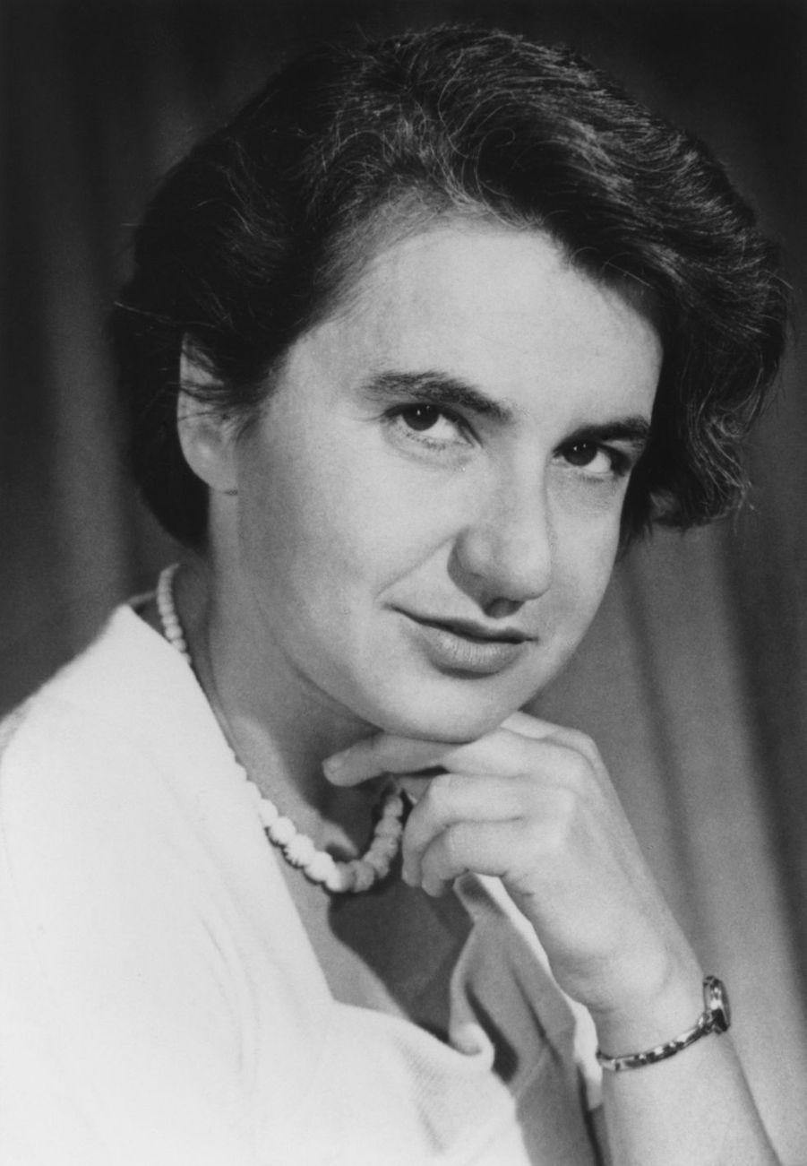 Rosalind Franklin (1920-1958) était une physico-chimiste, pionnière de la biologie moléculaire.