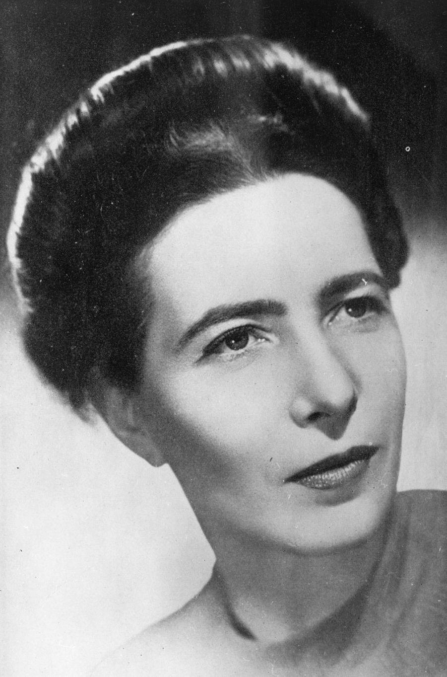 Femme de lettres et intellectuelle française, Simone de Beauvoir (1908-1986) est un symbole dans le combat pour la libération de la femme.