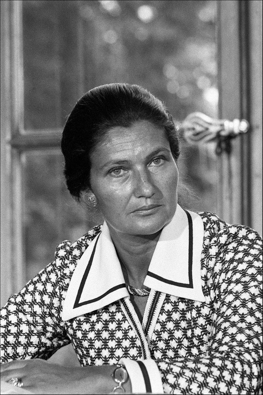 Simone Veil (1927-2017) a porté le droit des femmes avec courage et persévérance. Cette figure politique devenue symbole de féminisme est une source d'inspiration pour de nombreux mouvements.