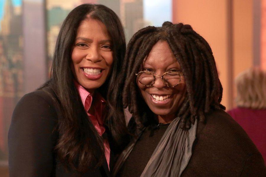 Judy Smith, l'amie des stars. Ici avec Whoopi Goldberg en 2014.