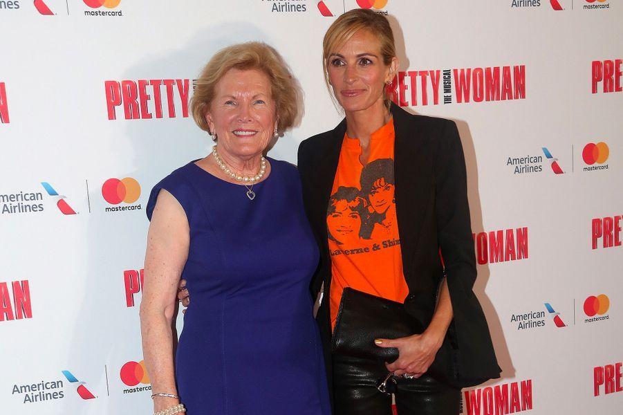"Julia Roberts et Barbara Marshall à Broadway pour assister au musical ""Pretty Woman"", jeudi 2 août 2018"