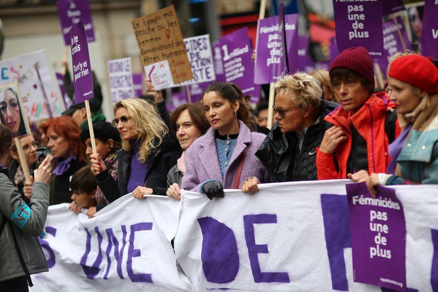 Alexandra Lamy, Laurence Rossignol, Laetitia Casta, Muriel Robin et sa femme Anne Le Nen lors de la marche contre les violences sexistes et sexuelles organisée par le collectifNousToutes à Paris le 23 Novembre 2019.