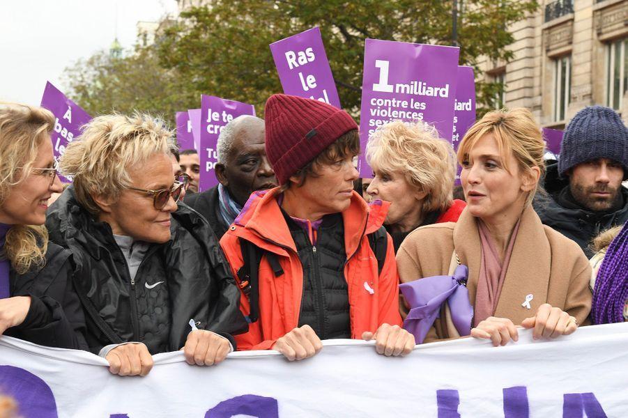 Alexandra Lamy, Muriel Robin et sa femme Anne Le Nen, Julie Gayetlors de la marche contre les violences sexistes et sexuelles organisée par le collectifNousToutes à Paris le 23 Novembre 2019.