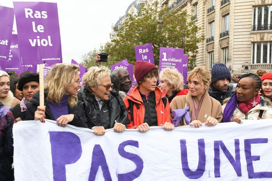Alexandra Lamy, Muriel Robin et sa femme Anne Le Nen et Julie Gayetlors de la marche contre les violences sexistes et sexuelles organisée par le collectifNousToutes à Paris le 23 Novembre 2019.