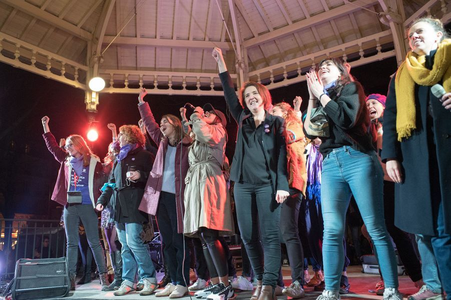 Amel Bentlors du concert terminant la marchecontre les violences sexistes et sexuelles organisée par le collectifNousToutes à Paris le 23 Novembre 2019.