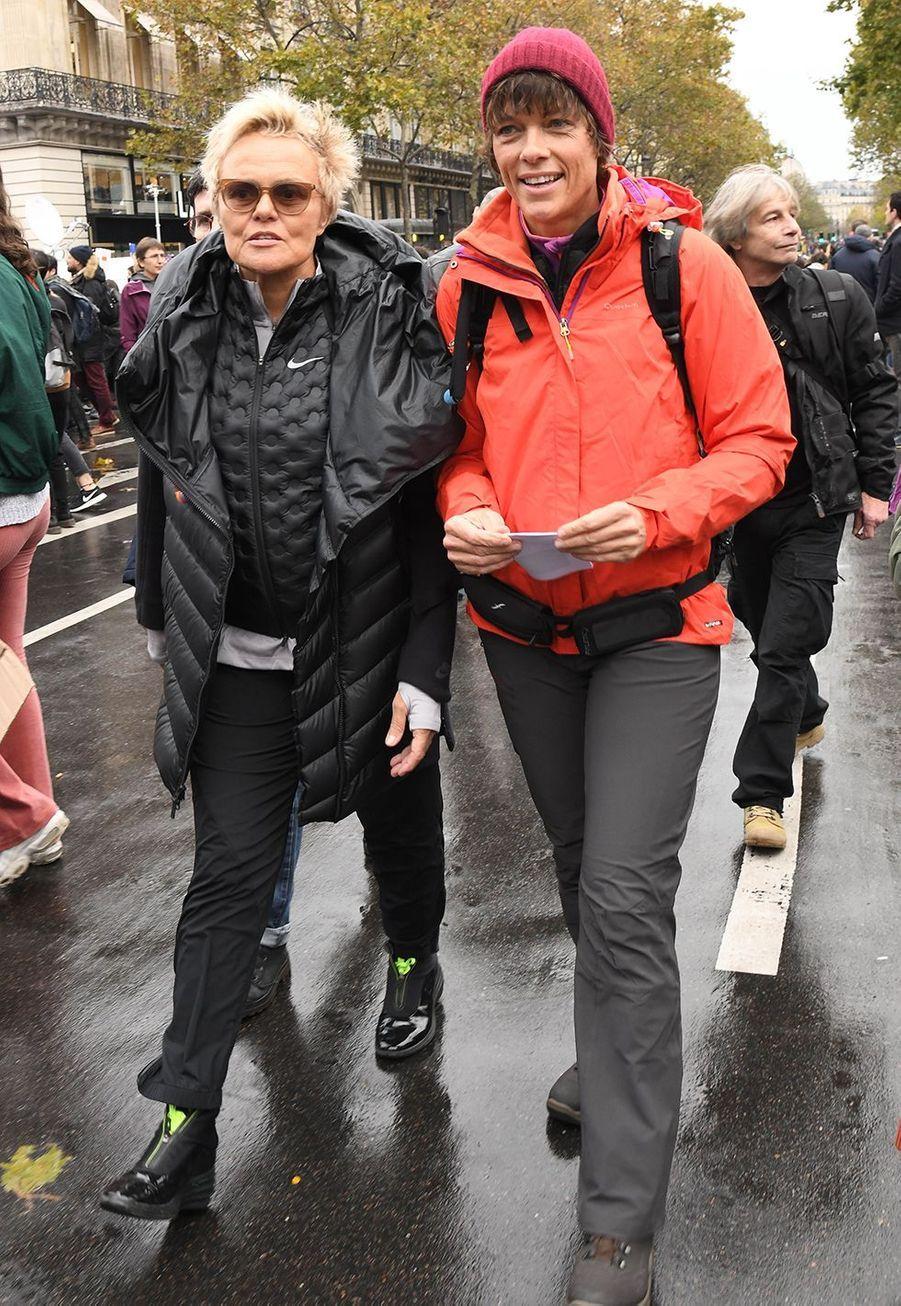 Muriel Robin et sa femme Anne Le Nenlors de la marche contre les violences sexistes et sexuelles organisée par le collectifNousToutes à Paris le 23 Novembre 2019.