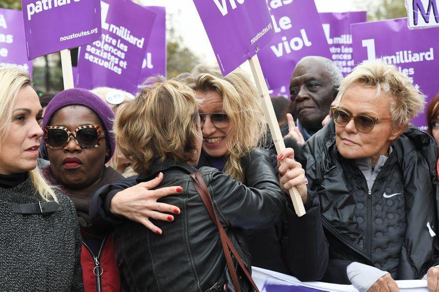 Sandrine Bonnaire, Alexandra Lamy, Muriel Robinlors de la marche contre les violences sexistes et sexuelles organisée par le collectifNousToutes à Paris le 23 Novembre 2019.