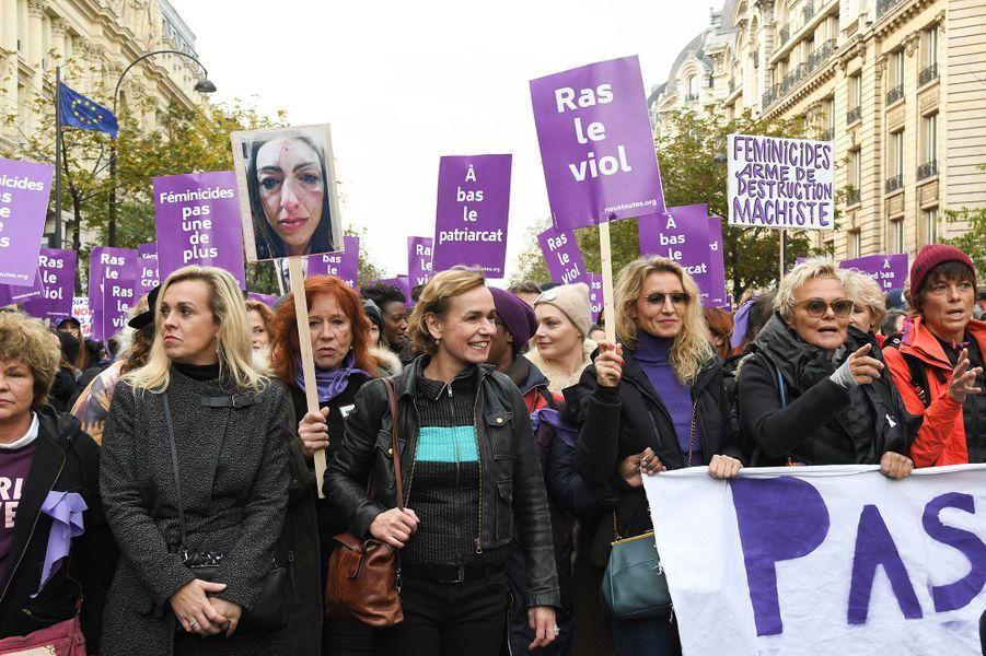 Sandrine Bonnaire, Alexandra Lamy, Muriel Robin et sa femme Anne Le Nenlors de la marche contre les violences sexistes et sexuelles organisée par le collectifNousToutes à Paris le 23 Novembre 2019.