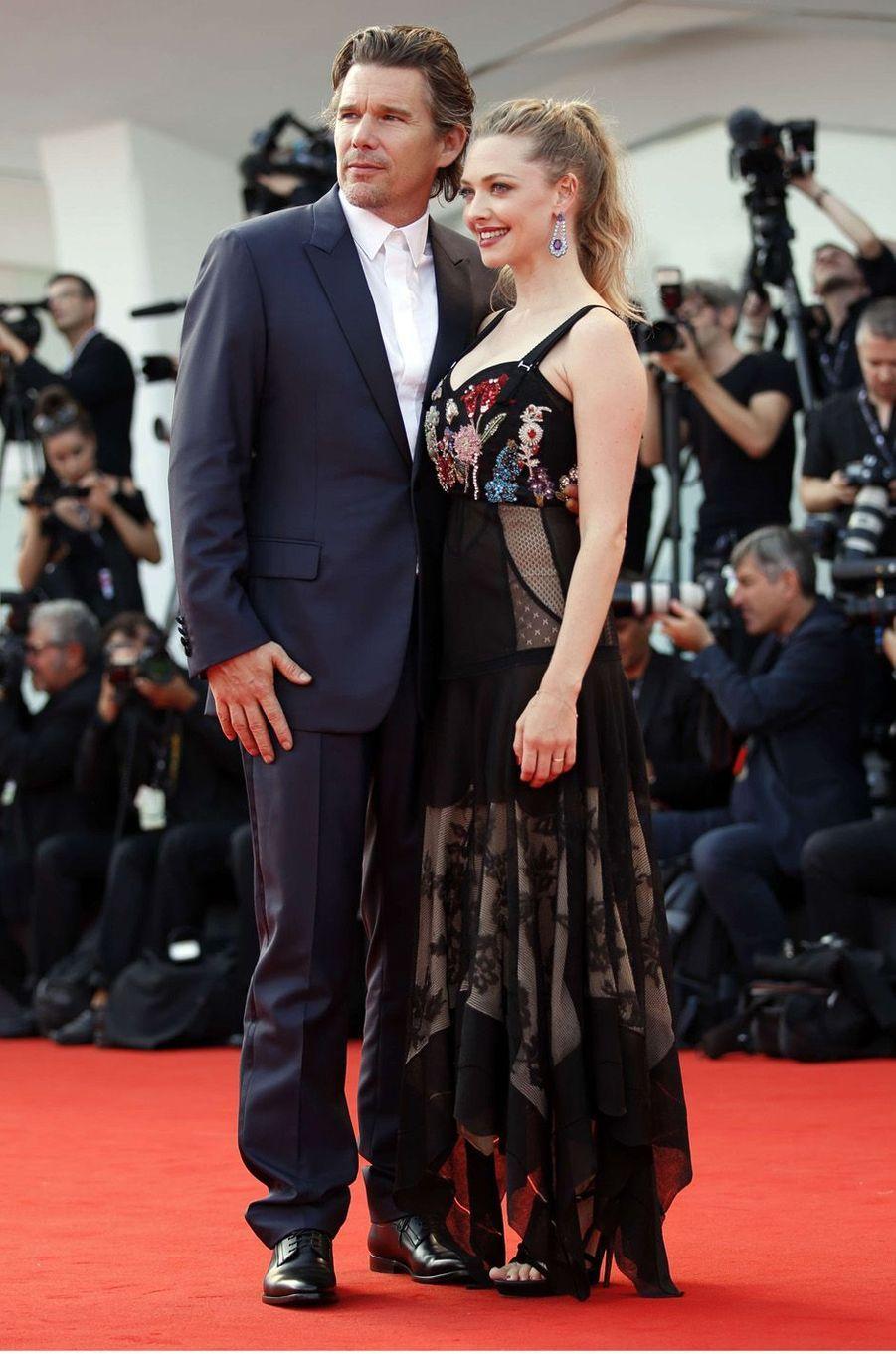 Ethan Hawke et Amanda Seyfriedà la Mostra de Venise, le 31 août 2017.