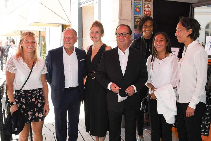 Eugénie Le Sommer, Jean-Michel Aulas, Julie Gayet, François Hollande, Wendie Renard, Selma Bacha, Sarah Bouhaddi au Festival du film Francophone d'Angoulême le 1er septembre 2020