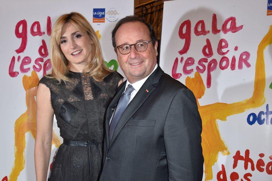 Julie Gayet et François Hollandeau Gala de l'Espoir de la Ligue contre le cancer au Théâtre des Champs-Elysées à Paris le 22 octobre 2019