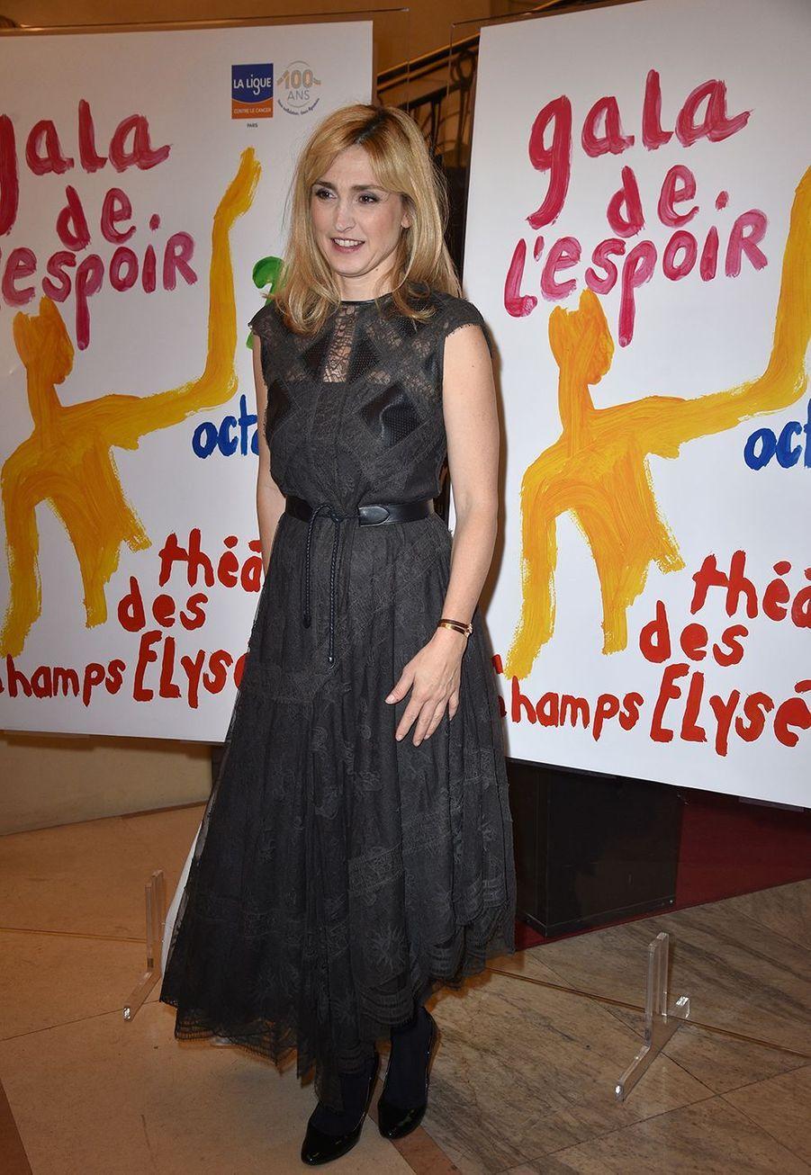 Julie Gayetau Gala de l'Espoir de la Ligue contre le cancer au Théâtre des Champs-Elysées à Paris le 22 octobre 2019