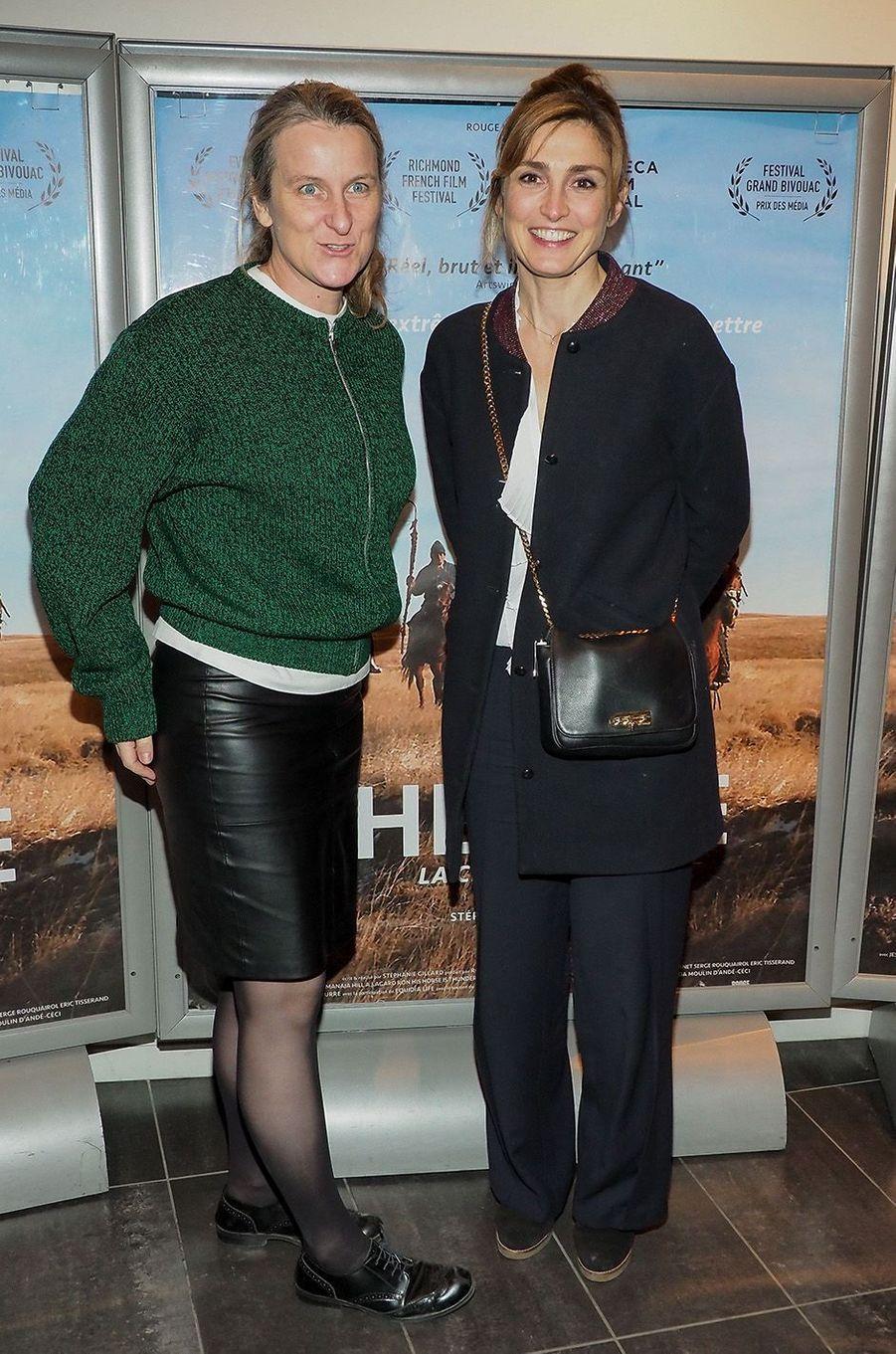 Julie Gayet et la réalisatrice Stéphanie Gillard au MK2 Bibliothèque, à Paris, le 26 janvier 2018.
