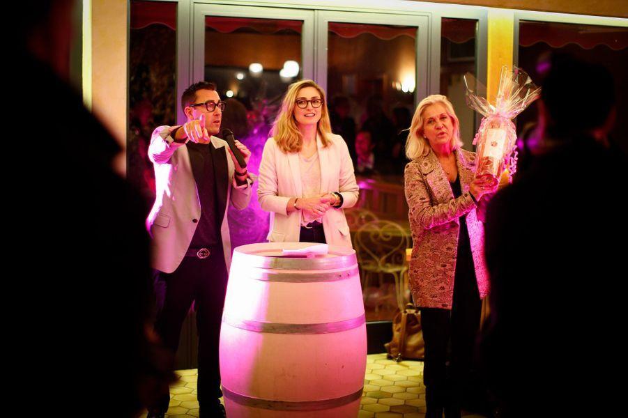 Julie Gayet se trouvait dans le Var, à Lorgues, pour assister à une soirée caritative organisée au sein du domaine viticole du Château Roubine, dans le cadre d'Octobre rose.