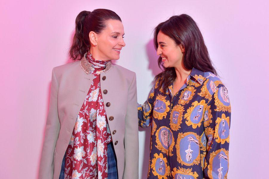 Juliette Binocheet Camélia Jordanaau défilé Chloé lors de la Fashion Week à Paris le 28 février 2019