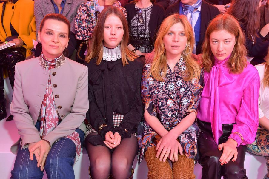 Juliette Binoche, Mia Goth, Clémence Poésy etSigrid Bouazizau défilé Chloé lors de la Fashion Week à Paris le 28 février 2019