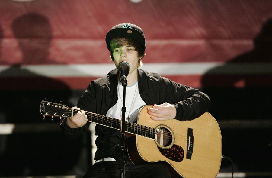 Justin Bieber en décembre 2009 lors d'un concert pour Radio Disney à Los Angeles