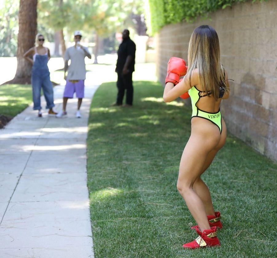 Hailey et Justin Bieber face à une boxeuse à Los Angeles le 4 août 2019