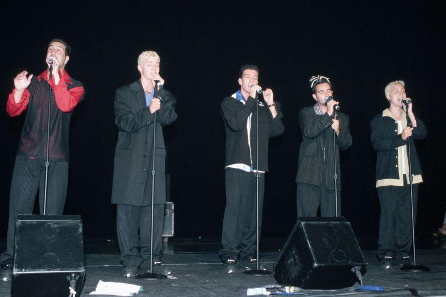 Justin Timberlake sur scène avec NSYNC.