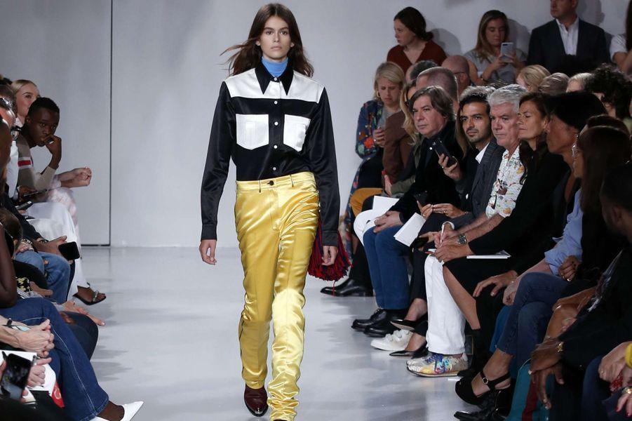 Kaia Gerber, son premier défilé pour Calvin Klein.