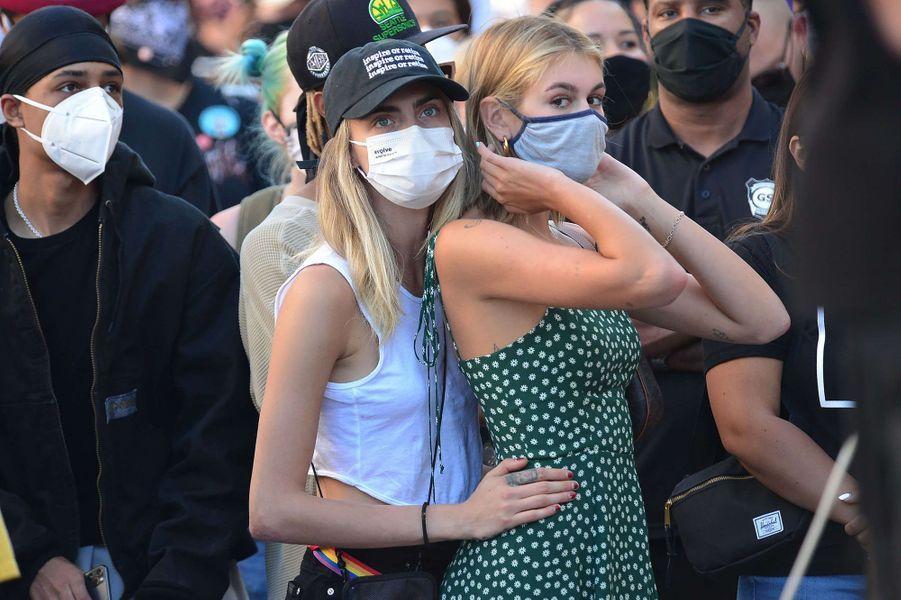 Cara Delevingne et Kaia Gerberlors d'une manifestation Black Lives Matter à Los Angeles le 15 juillet 2020