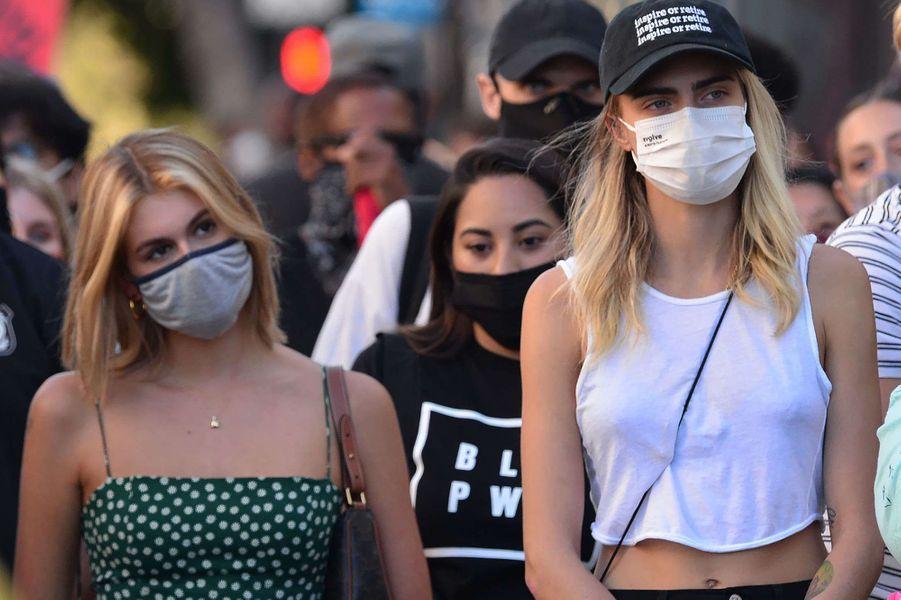 Kaia Gerber et Cara Delevingnelors d'une manifestation Black Lives Matter à Los Angeles le 15 juillet 2020