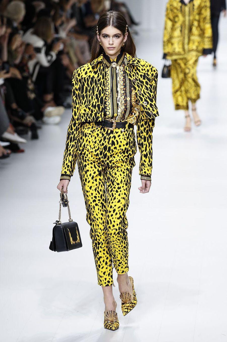 Kaia Gerber à Milan lors du défilé Versace.